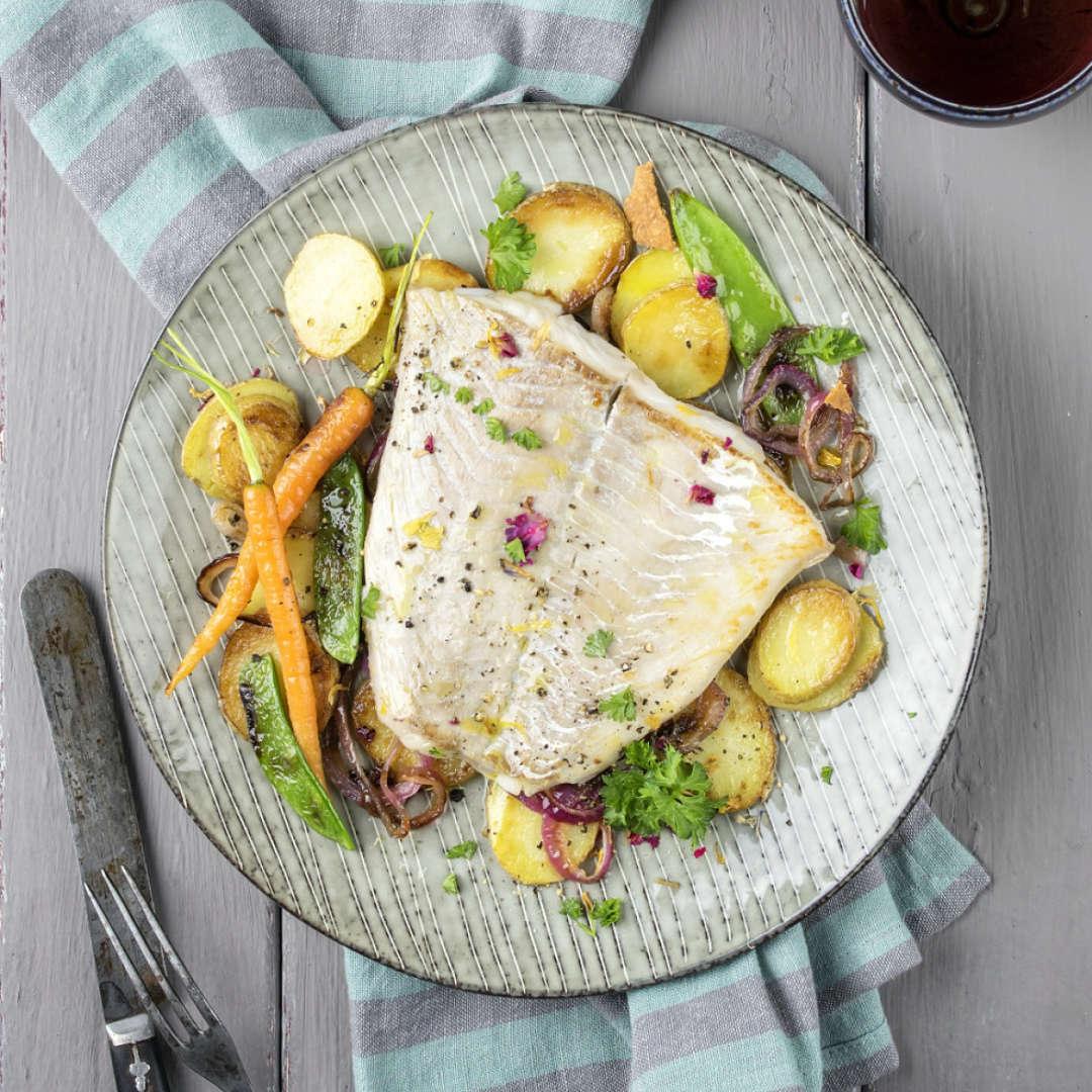 bacalao-con-patatas-judias-verdes-cebolla-y-zanahoria-al-horno-recetas-IND