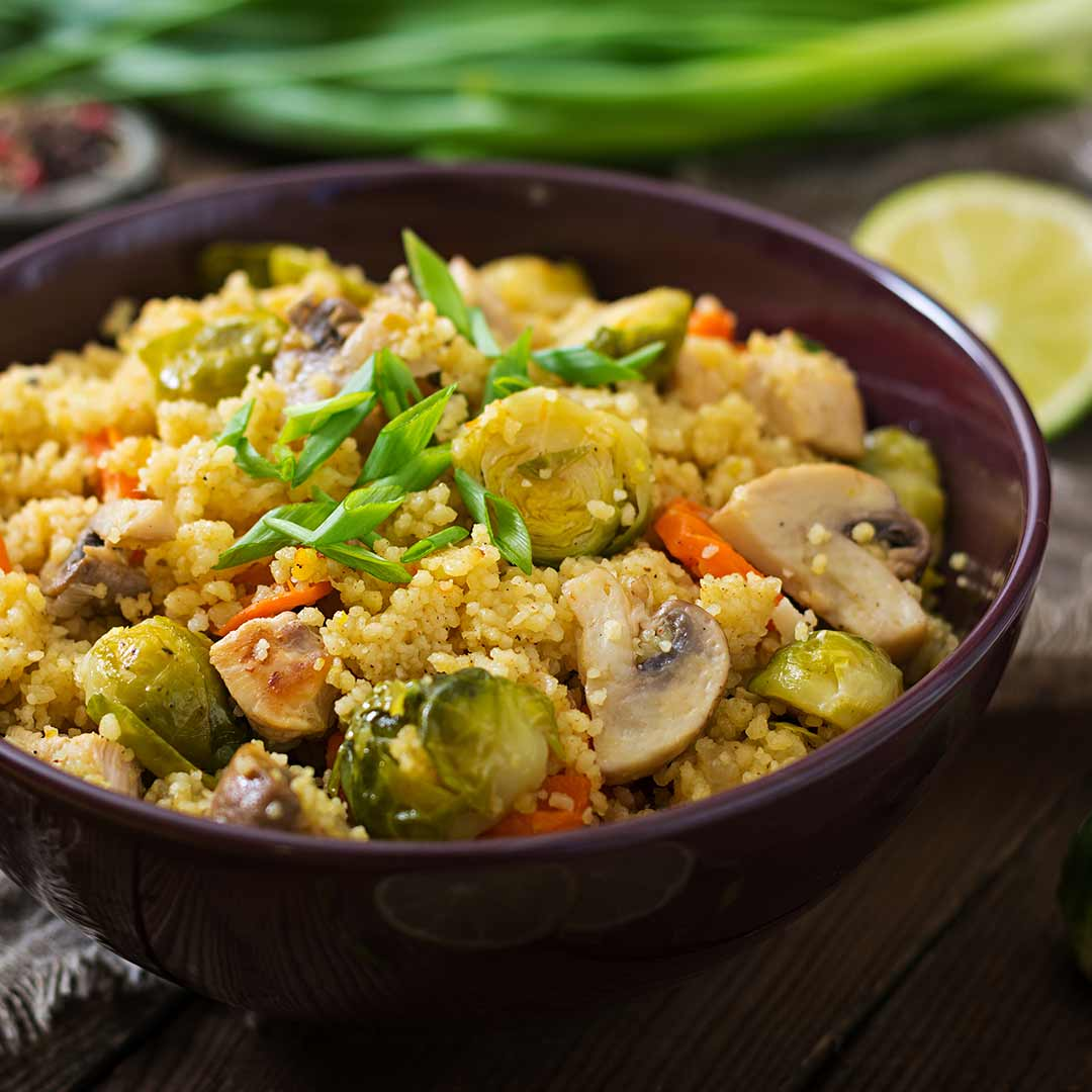 Couscous-con-pechuga-de-pollo-coles-de-bruselas-champiñones-y-zanahoria-IND-recetas