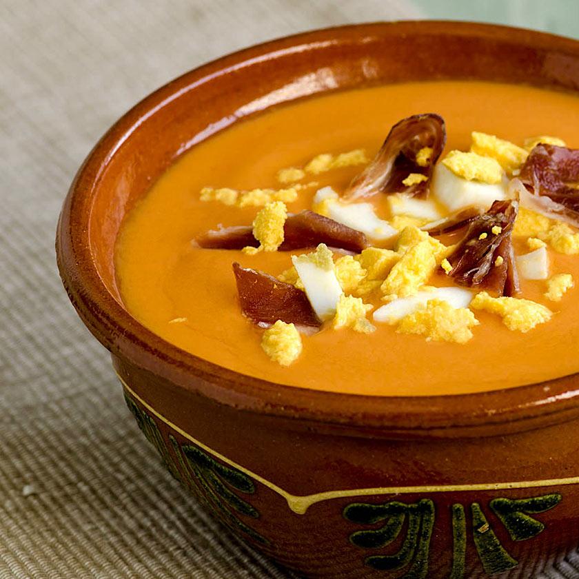 Salmorejo-con-huevo-y-jamón-keto-Nutricional-recetas